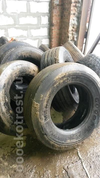 Автомобильные колеса перед переработкой