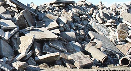 Свалка кусков бетона после демонтажа