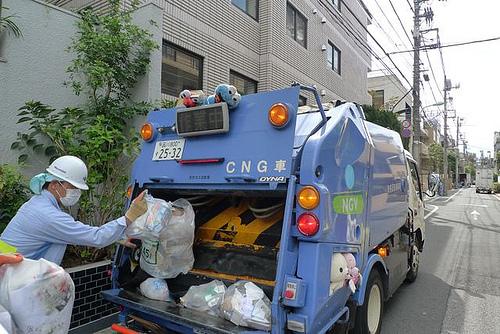 Сбор мусора на улицах Японии