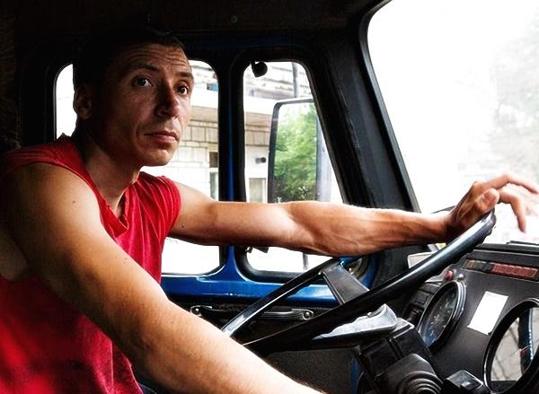 Водитель мусоровоза Зил