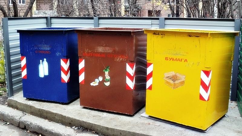 Цветные контейнеры для сортировки мусора