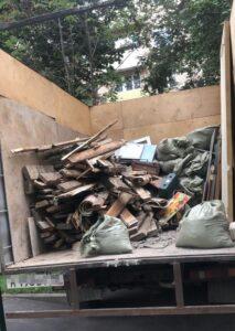 Газель загружена строительным мусором